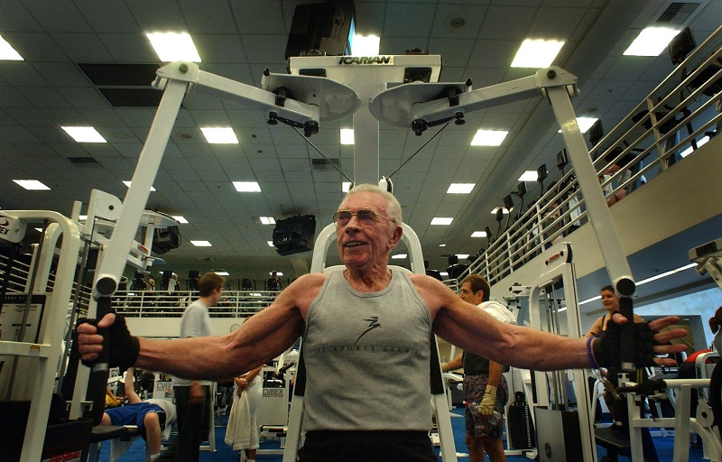 muscle-mass-declines-with-age